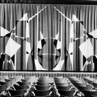 Ridå till St: Johannes församlingshem i Norrköping, 1959. Applikation i grått, svart och vitt