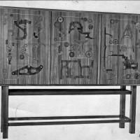 Intarsiaskåpet Textilmaskiner, 1950