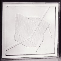 Ett liv IX, 1980-tal, relief i plexiglas i plexiglaslåda, 92x92x7 cm. Foto Sven Nilsson